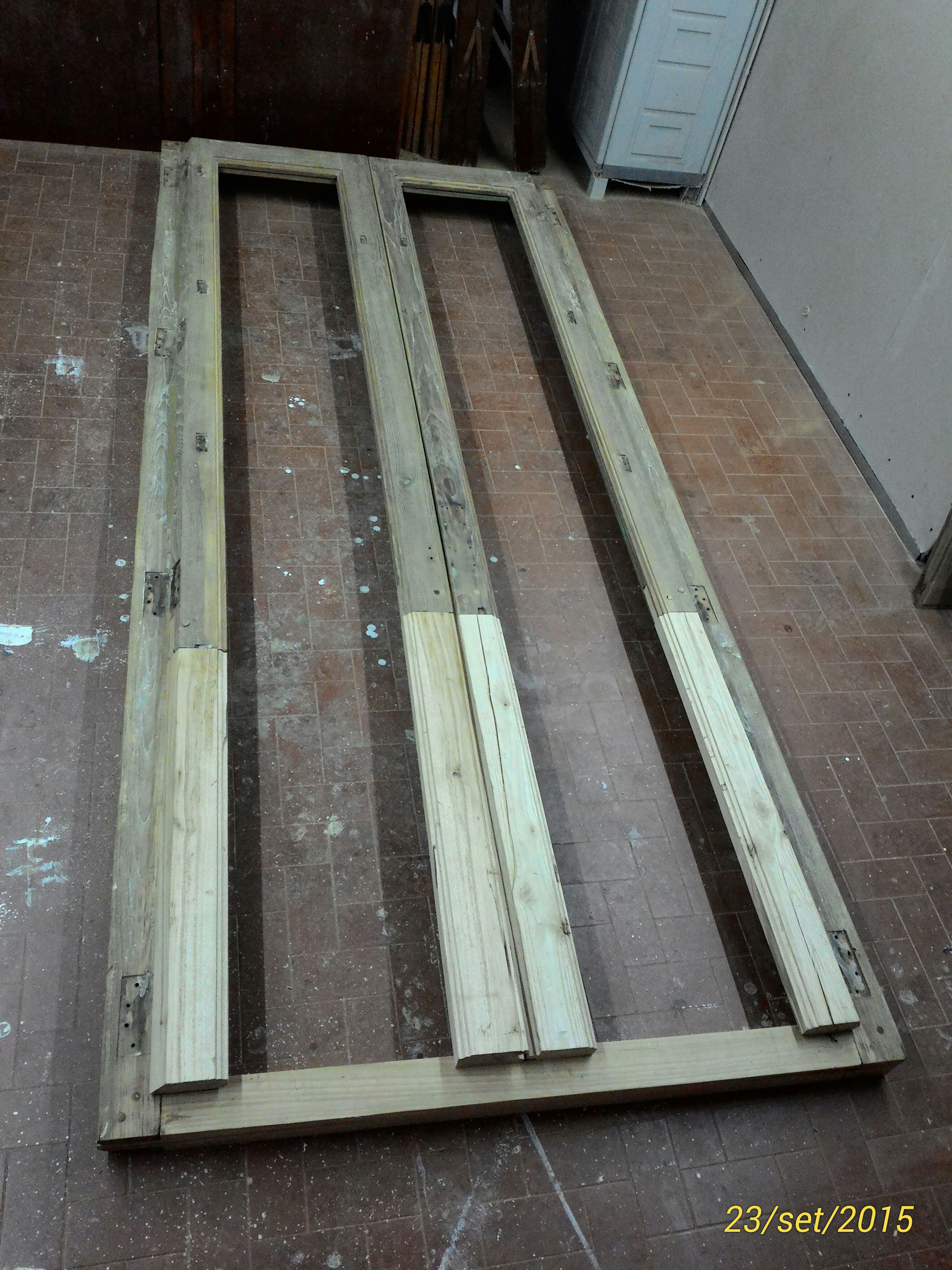 Restructuring of a chestnut wood balcony