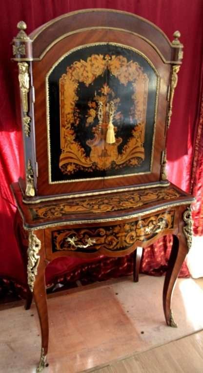 Mesa secreta con reproducción de estilo Luis XIV, reproducción de principios de 900, buena calidad en muy buenas condiciones