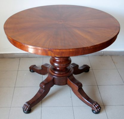 Centro de mesa circular de caoba con incrustaciones del siglo XIX.