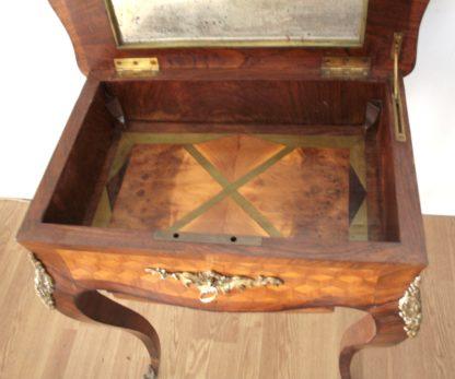 Mesa de trabajo Louis XV de alta calidad del siglo XVII en muy buen estado