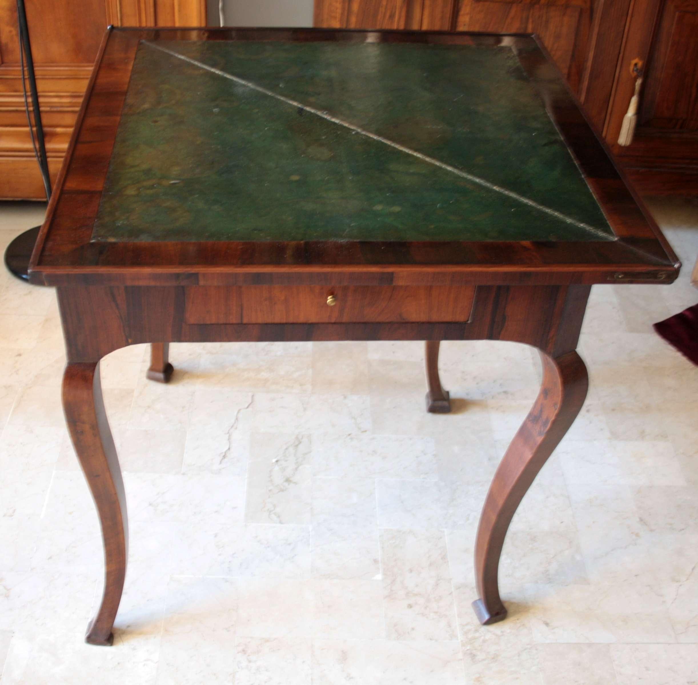 Mesa de juego de palisandro antiguo