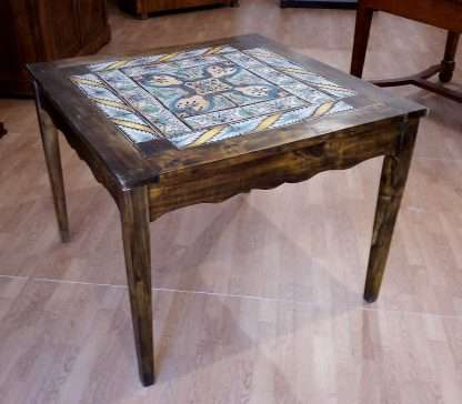 Mesa de comedor vintage con mayólica italiana original del siglo XVIII